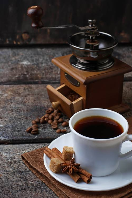 cup-of-coffee-and-coffee-beans-CoffeeTasse